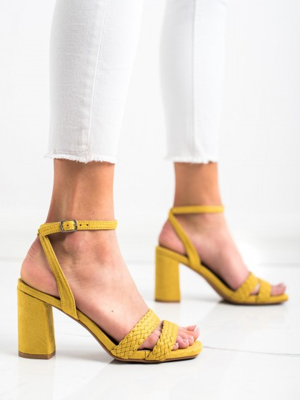70056 - Kylie sandali rumena/zlata barva